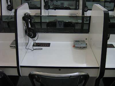 Meja Komputer Laboratorium gambar dan foto lab bahasa lab bahasa laboratorium bahasa komputer