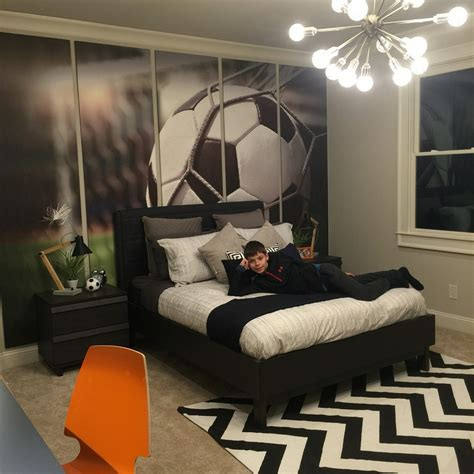 stylish boys bedrooms stylish soccer themed bedroom design for boys 16 decomagz