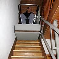 treppe re rollstuhl treppenplattformlift f 252 r gerade und kurvenl 228 ufige treppen