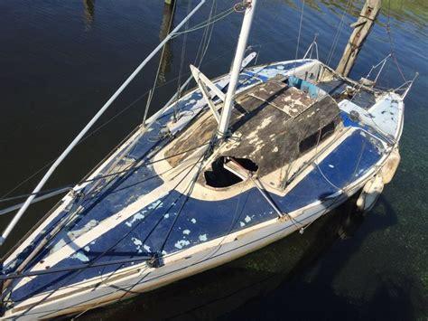 opknapper zeilboot wedstrijd zeilboot met schade opknapper tegen elke prijs
