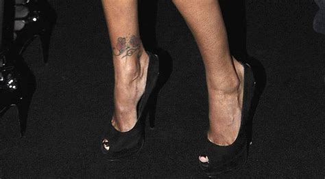 tatuaggio caviglia interna caviglie tatuaggi e sandali per il nuovo baricentro