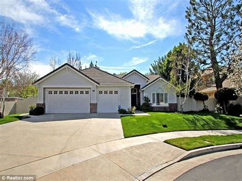 Everybody Loves Raymond S Ray Romano Sells Modest House In Woodland Hills For 1m