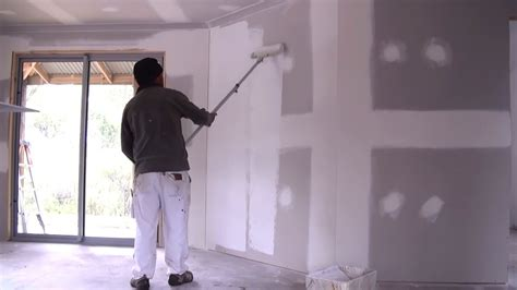 Sealer Paint For Plaster Ceiling by How To Prime A Wall How To Apply Primer Sealer To New