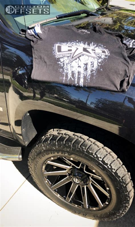 gmc sierra  fuel contra rough country leveling kit