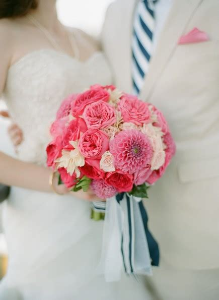 Kain Katun Abbys Flowers table talk what is your favorite flower table 6 productions wedding and event planners