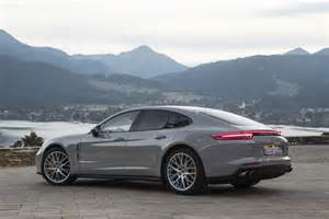 Porsche Panarma 2017 Porsche Panamera Turbo Rear Three Quarter 02 Motor