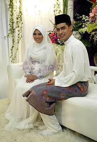 Berapa Bio Di Malaysia ustaz amirul bertunang ngan anak hj lokman rupanya no