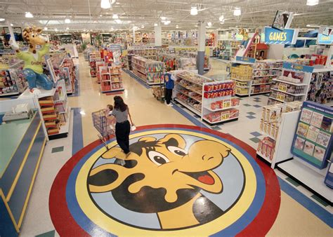 category killer toys r us inside the rise and fall of toys r us history in the