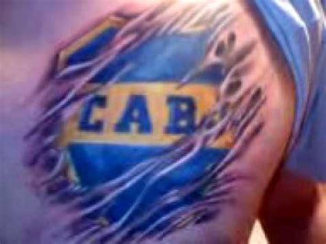 escudo de boca tatuado por claudio de mandinga tattoo