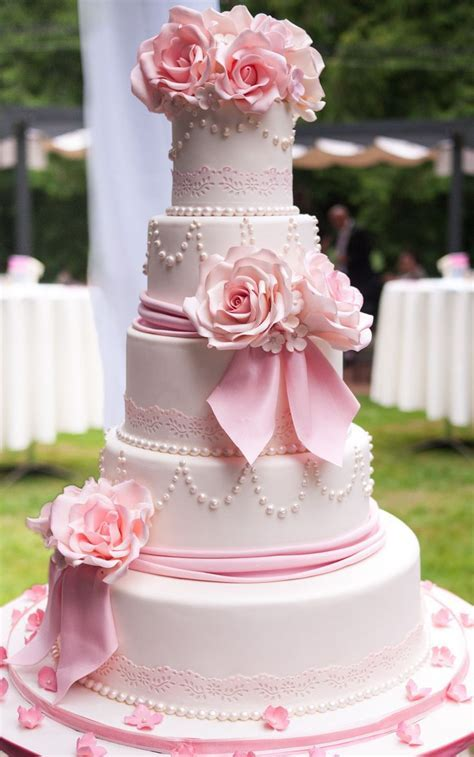Best 25  Pink wedding cakes ideas on Pinterest   Blush