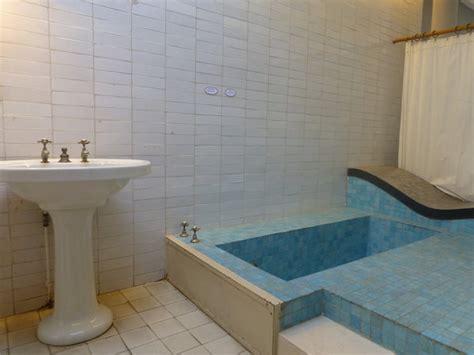 baignoire dans le sol maison embl 233 matique la villa savoye de poissy galerie