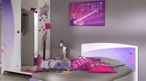 La chambre des jeunes filles s?habille de violet