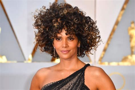 what does halle barre use in her hair to grt it to stand up on top best hairstyles looks trends 2017 2018 oscars academy