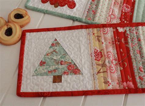 mug rugs patterns threadbare creations free pattern mug rugs