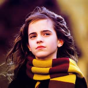 hermione granger in the 1st movoe hermione in gryffindor scarf harry potter party