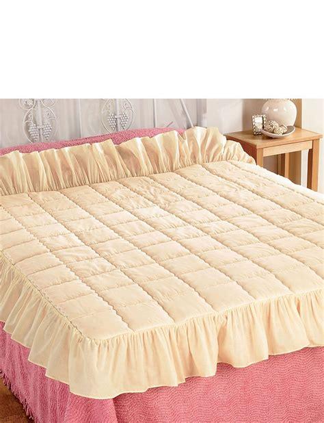 Eiderdown Quilt Uk by Plain Traditional Eiderdown Style Quilt Home Bedroom