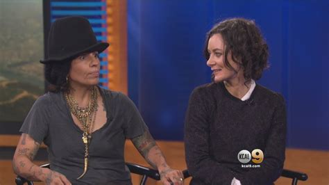 linda perry on the talk the talk co host sara gilbert musician linda perry c