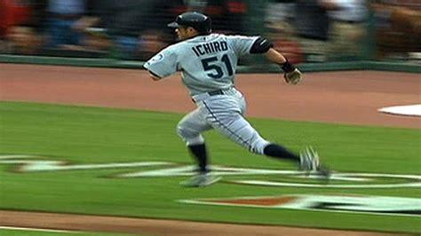 ichiro hits an inside the park home run