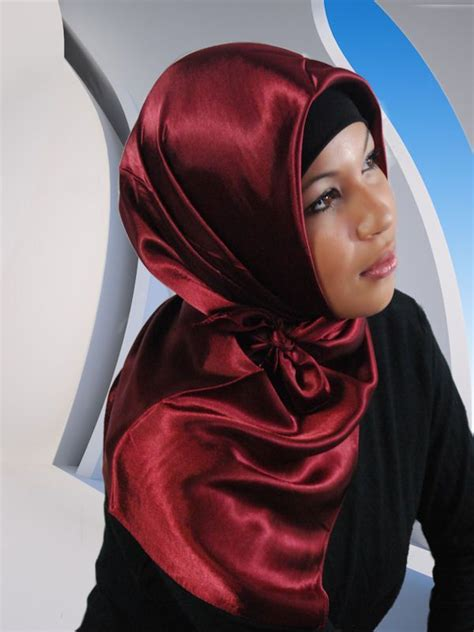 Jilbab Segiempat Satin Black Lakun 1 satin layan bordeaux bordeaux