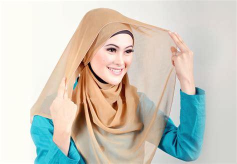 Cara Memakai Jilbab Segi Empat Sederhana cara memakai jilbab segi empat sederhana yang simpel dan