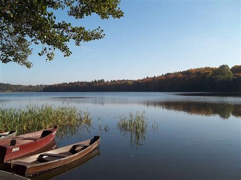 boating 101 how to anchor a boat in a lake salty dog s - How To Anchor A Boat In A Lake