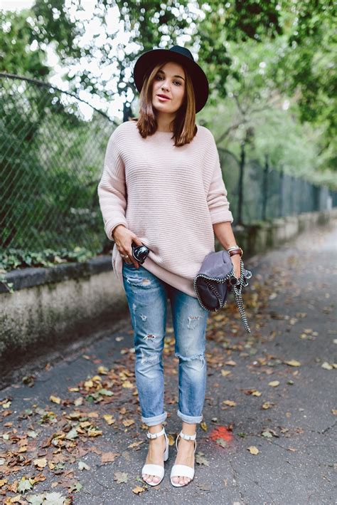 picture  comfy  cozy oversized sweater outfits  fall
