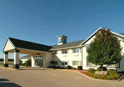 comfort inn dyersville ia 13 best images about local lodging on pinterest resorts