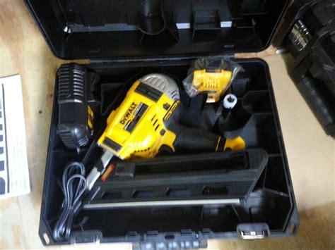 de walt cordless framing nailer dewalt 20v cordless framing nailer tools equipment