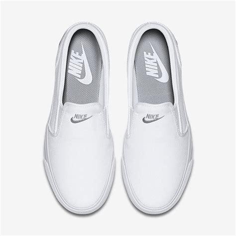 So192 Nike Slip On Pink Green nike toki slip on canvas s shoe nike shoes