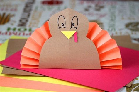 Turkey Construction Paper Craft - 5 thanksgiving activities for homemaking hacks
