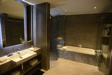 hotels with baths in bedrooms signature suites gambaro hotel brisbane luxury hotel