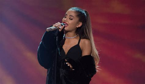 ariana grande music biography vote ariana grande is nominated at the 2017 radio disney