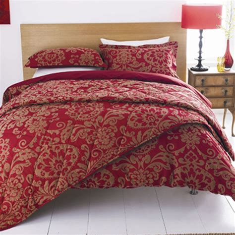 How To Decorate Your Bedroom Through Vanity With Red Duvet