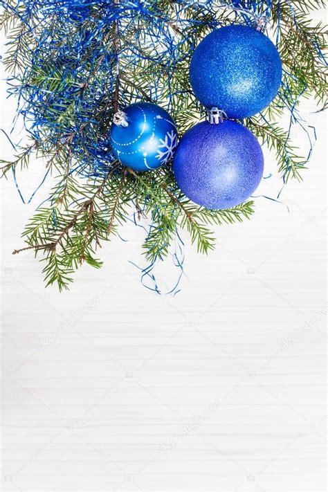 blaue weihnachten dekorationen und zweig auf blankopapier - Blaue Krabben Dekorationen