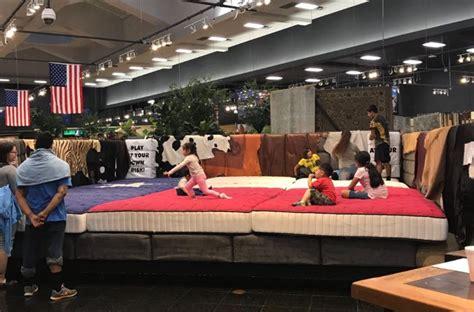 Macks Mattress Outlet by Mattress Mack Opens Furniture Warehouse To Houston Refugees