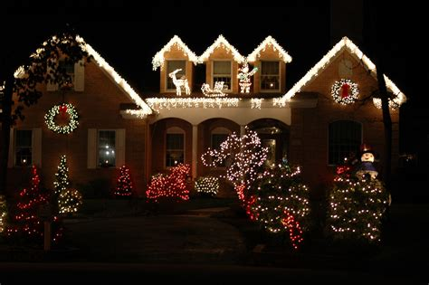 christmas decorated houses christmas tree home house shop offices decoration ideas