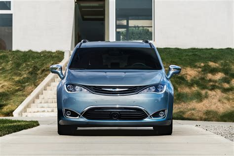 chrysler electric is chrysler bringing an all electric pacifica to the 2017 ces