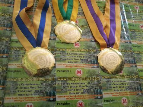 Medali Stainles pesan medali kejuaraan medali wisuda mendali gordon wisuda pesan name tag lencana pin