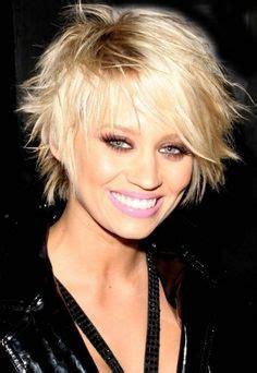 image coiffure cheveux courts femme 50 ans   Beauté mature