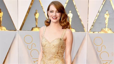 emma stone yearly income emma stone s 2017 oscars dress pret a reporter