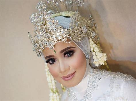 gaun pengantin jawa hijab