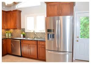 Beautiful Kitchen Backsplash For White Cabinets #10: Kitchen-backsplash-around-window-pictures_003.jpg