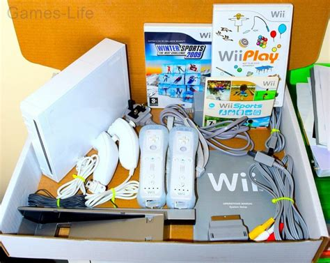 wii 2 console wii console nintendo white 2 player 2 remotes 2 nunchucks