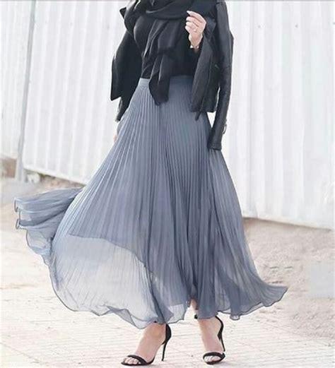 Sepatu Kets Yeezy Hitam Abu 5 inspirasi padupadan pleast skirts dari selebgram luar