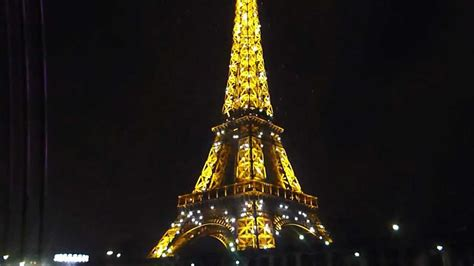 torre eiffel di notte illuminata 10 la torre eiffel di notte tutta illuminata
