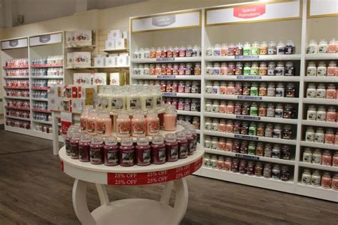 candele shop yankee candle new store now open clarks outlet