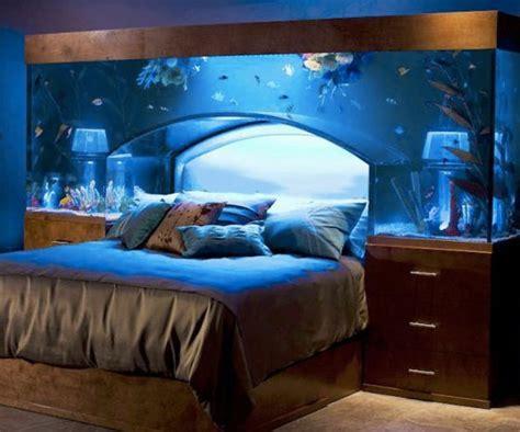 aquarium im schlafzimmer sch 246 nes bett gestalten 40 tolle ideen archzine net