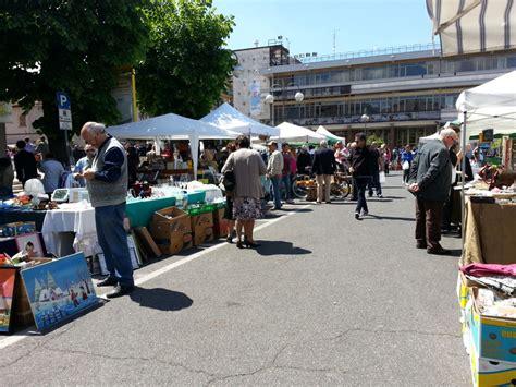 mobili modernariato roma ricordi in mostra mercatino oggi in piazza roma news di