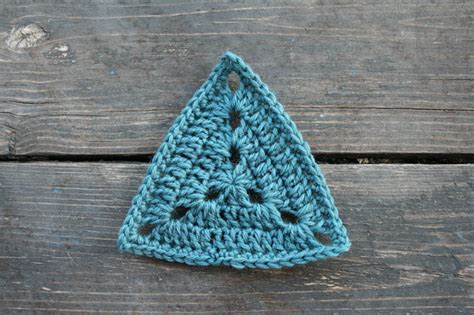 pattern for granny triangle 2014 project july triangles aurelia s little room