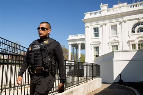 white house lockdown white house lockdown lifted person taken into custody after items thrown over fence